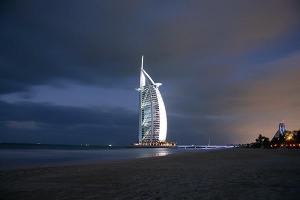 두바이의 얼굴, 버즈 알 아랍._두바이의 기적을 상기할 때 두바이의 얼굴로 각인되어온 상징적인 7성급 호텔