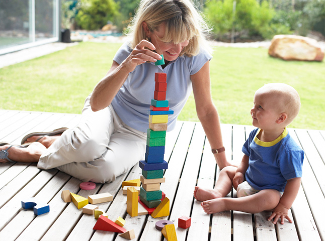 만남과 헤어짐_아름답게 지속되는 것은 어렵다 -_유아기의 애착 형성 경험이 청소년기와 성인기의 관계 형성에 영향을 줄 수 있다. <출처: gettyimages>