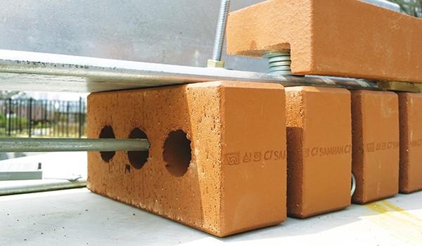 목조주택 외부에 벽돌 쌓는 방법 이미지 12