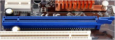 PCI 익스프레스 x16 규격 슬롯의 모습