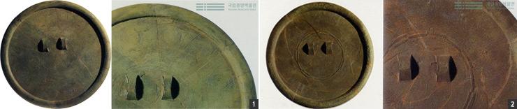 화순 대곡리 유적에서 발견된 2개의 잔무늬 거울. 기하학적 무늬가 돋보이는 잔무늬 거울은 청동기 제작 기술이 정점에 이르렀음을 증명하는 유물이다.